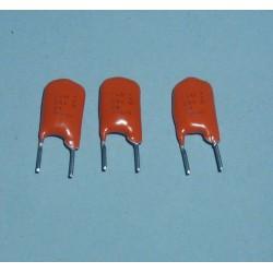 3 x capacités 1uf / 25V...